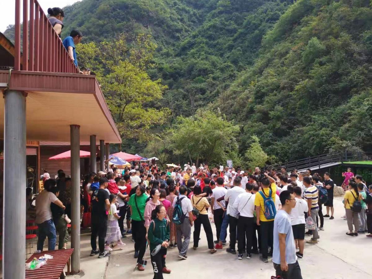 """【资讯】""""十一""""长假,四万多人游九龙瀑大峡谷"""