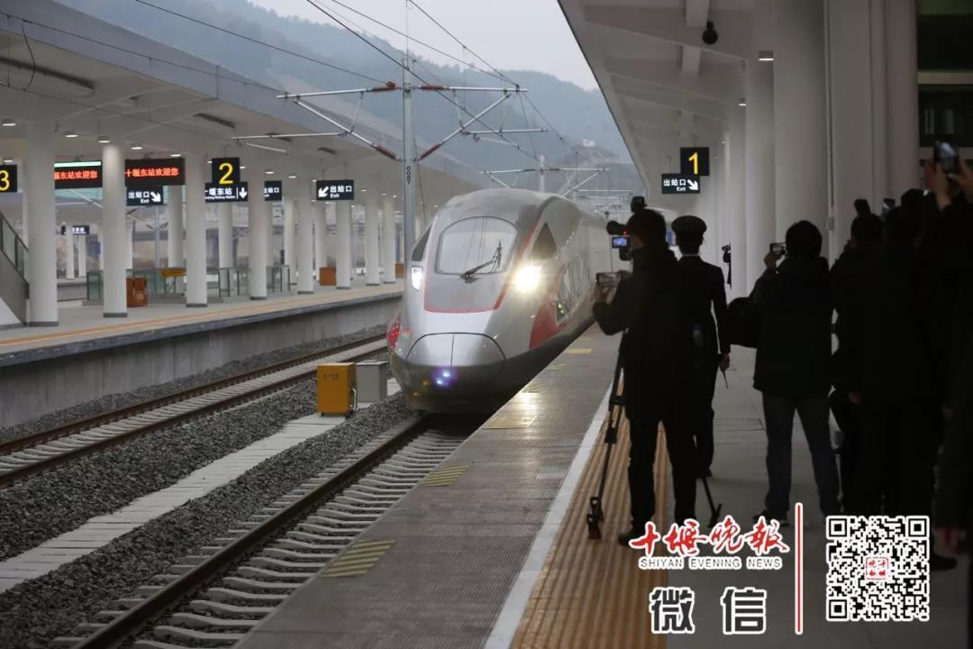 """汉十高铁开行10趟""""高峰班列"""""""