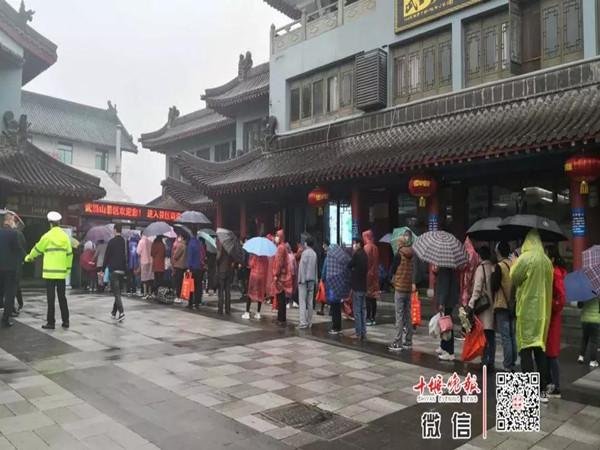 【资讯】武当山:重开山门迎宾客 步步为营保安全