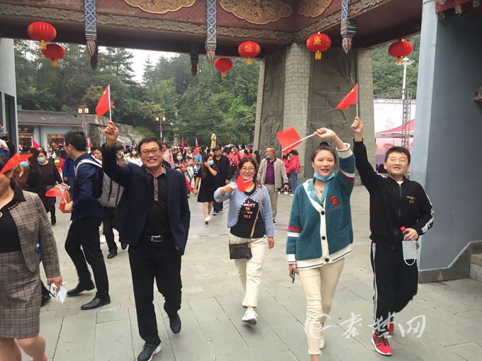 """中秋""""牵手""""国庆  十堰迎来旅游热:来堰游客数量同比有所增长"""