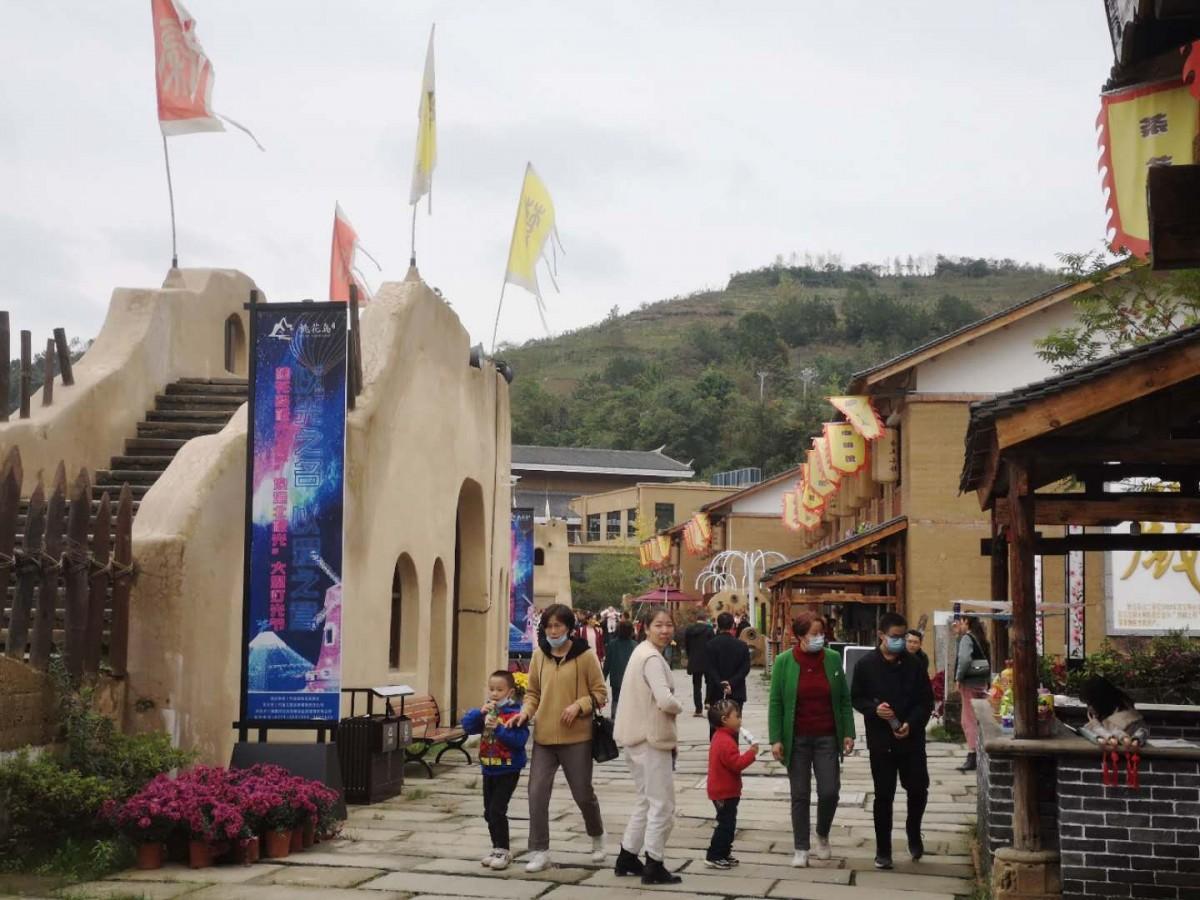 竹溪文旅特色小镇带动邻村5000余人增收致富
