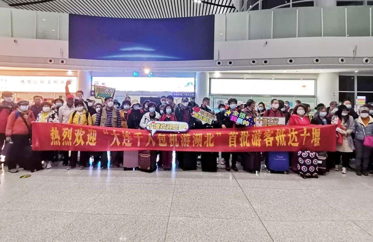 """我市迎来首个大连包机旅游团,成""""惠游湖北""""最大规模包机团"""